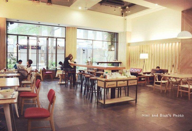 2015 07 03 222415 728x0 - 綠光咖啡一號店,精誠商圈裡寬敞的咖啡廳,免服務費、不限時、有插座、有wifi