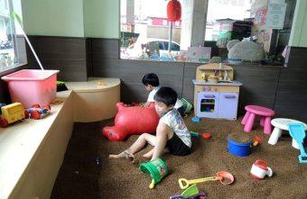 J童話手作咖啡坊@兒童遊戲間 決明子沙池 安心哺乳室 還有和室安全用餐空間 麻雀雖小五臟俱全喔