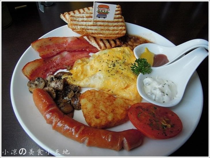 2015 10 21 234255 728x0 - BURGER BUS漢堡巴士─英式傳統早餐,咖啡輕食/旱溪夜市旁