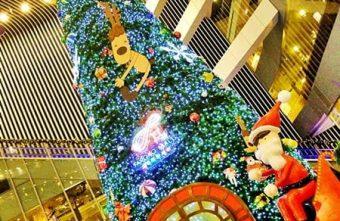 2015 12 22 012916 340x221 - 《台中聖誕景點》後火車站新時代豎起三層樓高大大聖誕樹,遍地麋鹿還有聖誕老公公坐雪撬~還可以來個城市裡的偽野餐唷!