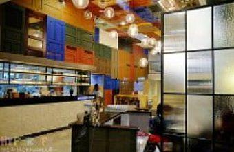【熱血採訪】滿佈彩色木門的挑高天花板令人驚艷!木門咖啡Wooden Door空間大器超好拍~鬆餅好吃、意大利麵水準也超乎期待耶!!