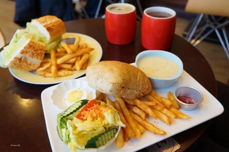 2016 03 10 164252 728x0 - 台中 小倫敦早午餐 中興大學附近CP值高的蒂芬妮藍咖啡廳 義大利麵店