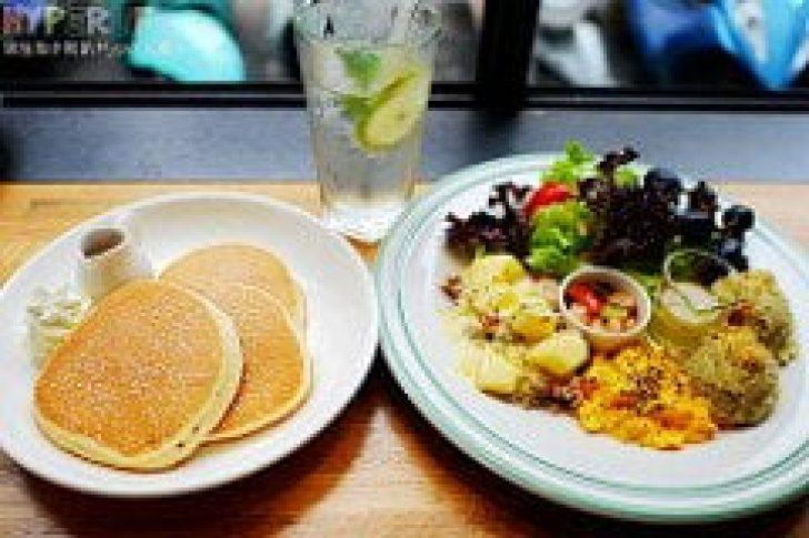 2016 05 22 231348 728x0 - 早午餐盤用料豐富又美味的《入口鬆餅Pancake ZooKoo》,一盤鹹食配上三塊鬆餅吃完好飽足,厚鬆餅控一定要來插旗一下的啊!!