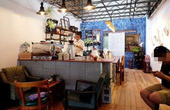 民生咖啡People&Life.Cafe-復古氛圍老屋咖啡館.加入許多老傢私元素.展區牆.餅乾吐司咖啡香.近向上國中