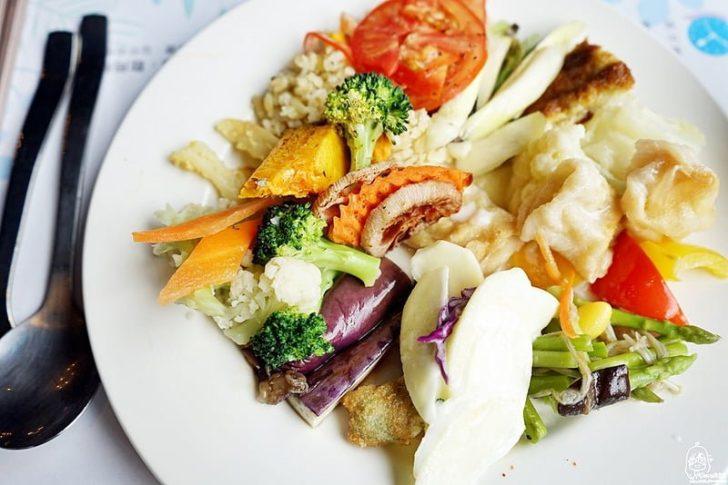 2017 03 12 152436 728x0 - 『熱血採訪』陶然左岸健康蔬食 當季鮮蔬百匯吃到飽餐廳/蔬食並不等於素食,吃健康養生也要均衡營養更需要兼顧美味。嚴選台灣小農生產的在地鮮蔬食材,強調食物原味、創意蔬食料理吃到飽。