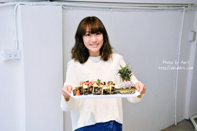 [台中]Ken Food啃食物--必點超吸睛的鳳梨水果起司蛋糕、哈密瓜起司蛋糕!@西區 華美街