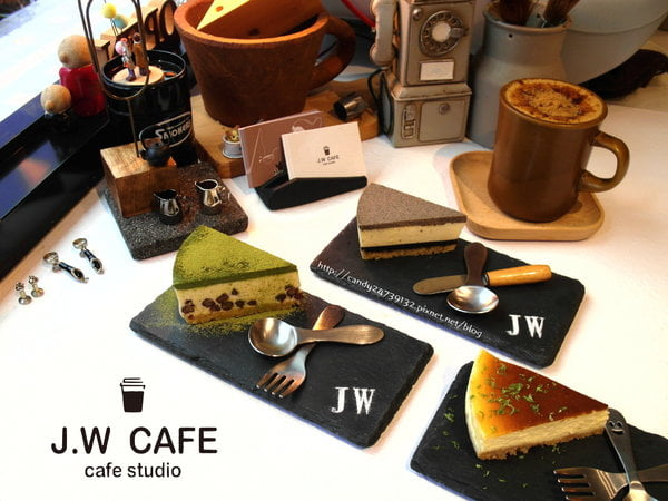 2017 04 04 185140 - J.W. Cafe 咖啡甜點出自於科技工程師之手,以外帶式為主,店裡也有小小的內用區