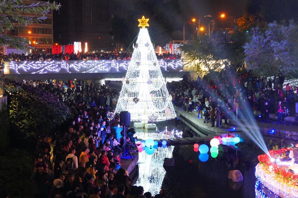 2017 12 09 223357 - 台中聖誕市集2017│規模不大吃的少逛的多,但有聖誕老公公可以合照