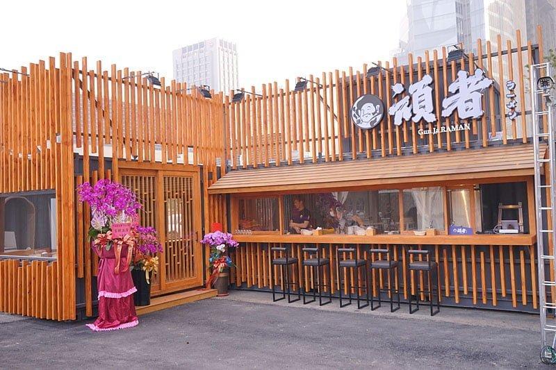 全台最大的貨櫃屋市集來台中囉│大遠白旁的UNO市集,多家特色餐廳與旋轉木馬進駐