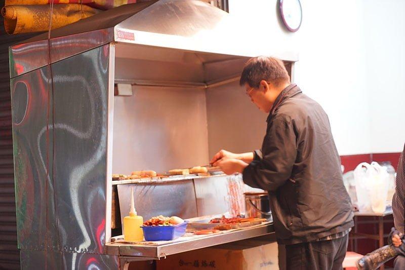 西屯區宵夜│騎車經過常常錯過的明家碳烤,營業到凌晨1點