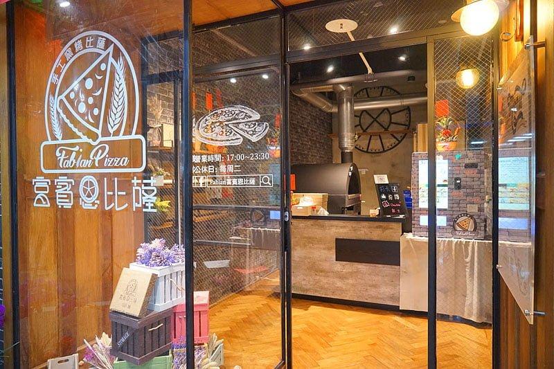 2018 02 05 235716 - 熱血採訪│逢甲碧根超隱密銅板價的限量草莓甜點店來囉!滿滿的草莓季就在瑞比庫克,還有幾間新開餐廳