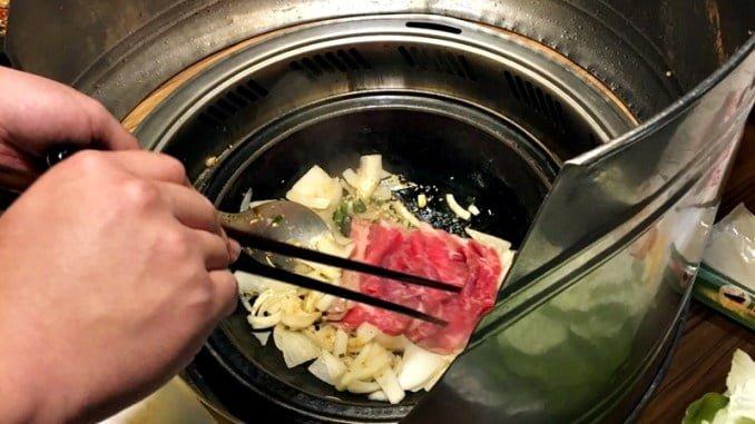火鍋推薦,旺角石頭火鍋,現炒石頭火鍋湯頭配上獨家沙茶沾醬讓人口水直流