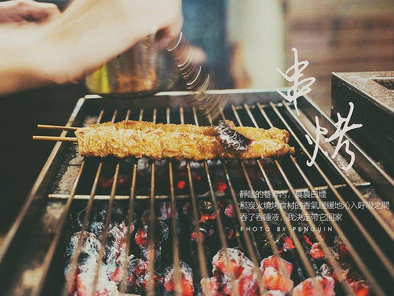 飄藏在巷弄內的烤肉香。只限外帶的阿龎燒烤