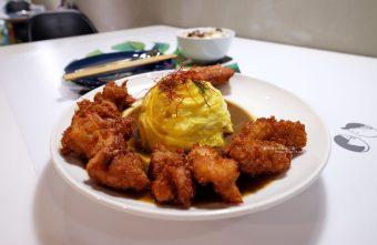 渼金日食doru-天津商圈美食.小美和小金的咖哩.可愛店狗二筒.旁邊就有收費停車場