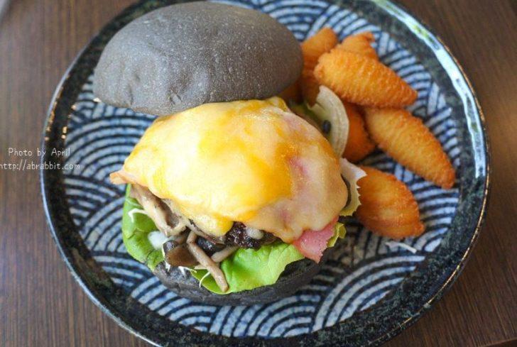 台中下午茶|小豚手作輕食-日式漢堡、厚鬆餅專賣,起士牛肉堡太誘人,咬一口就噴汁!