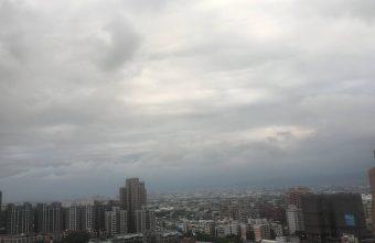 中央氣象局下午4點25分發佈大雨特報│台中天空陰陰的,共有15縣市要注意