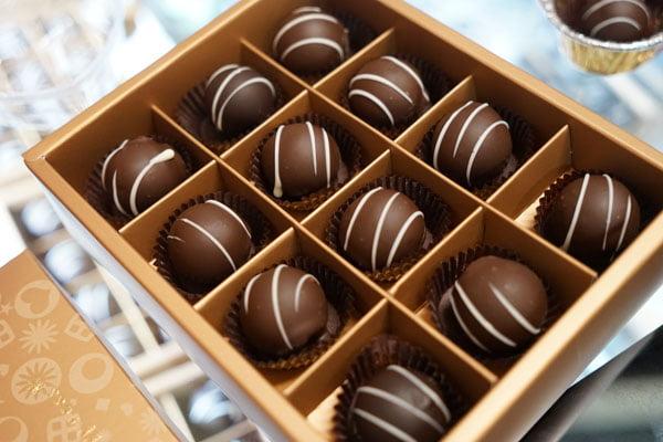 澎湖巧克力│澎湖不倒翁貝殼巧克力就在中央老街