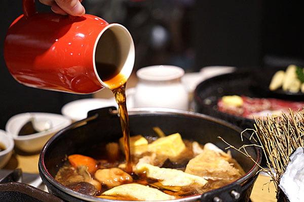大里拿鍋哩精緻鍋物,下雨天人潮大爆滿,大里聊天室社友開鍋送好料