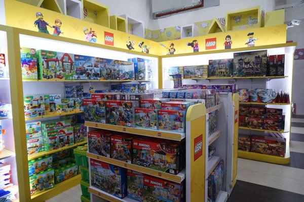 秀泰玩具店│麗嬰國際 funbox toy 千萬不要帶小朋友來逛會失心瘋