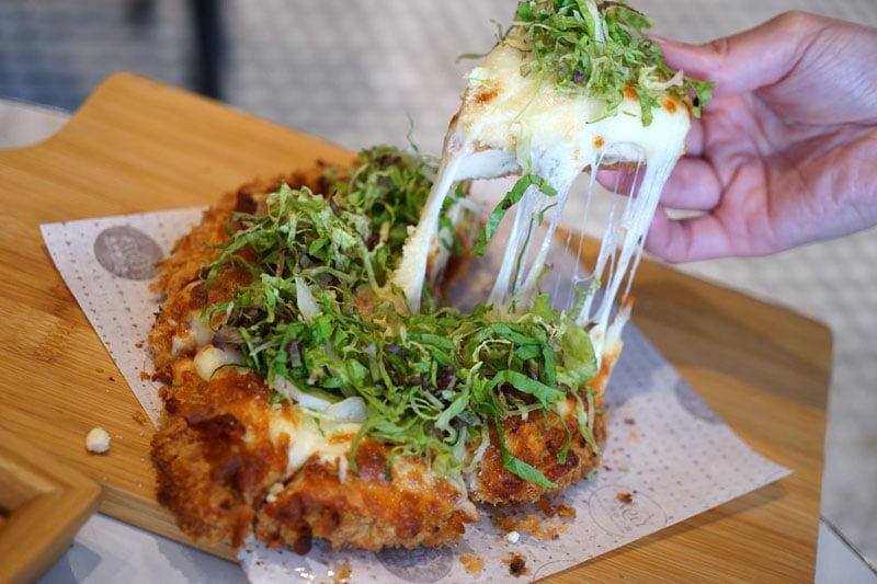 2018 08 09 162130 - 熱血採訪│大玩創意梗披薩,雞排、麻辣鍋醬醬醬雞最不一樣的繼光香香雞就在J&G NEXT餐廳