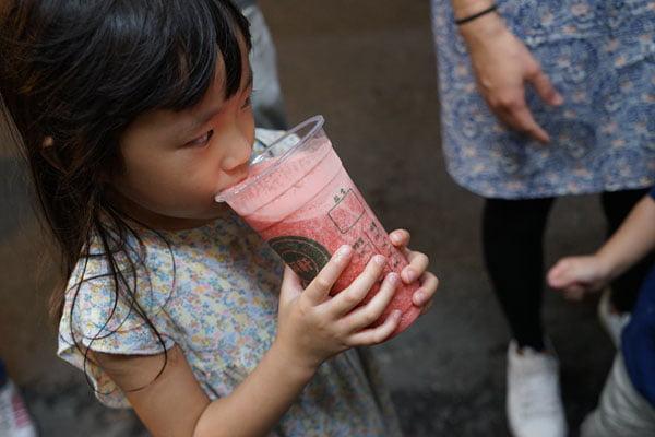 2018 09 26 210925 - 麻豆飲料推薦│阿軒果汁吧,要先喝掉1/3還會繼續裝杯的現打果汁