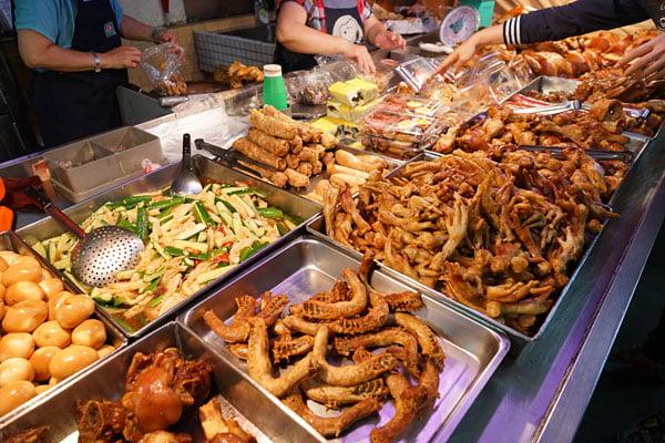 北辰市場小吃│沒有攤名的煙燻蛋,還有煙燻烤雞也好吃