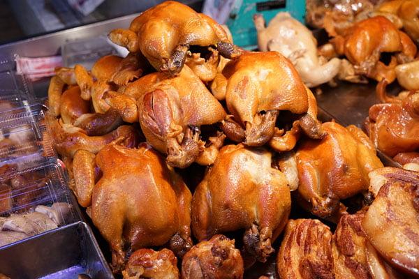 2018 10 19 205450 - 北辰市場小吃│沒有攤名的煙燻蛋,還有煙燻烤雞也好吃