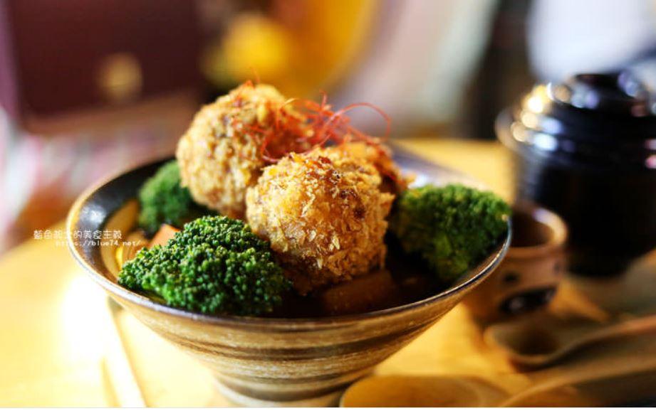 小川家-忠孝夜市人氣排隊美食店家,推薦炸雞和起司牛肉丸咖哩