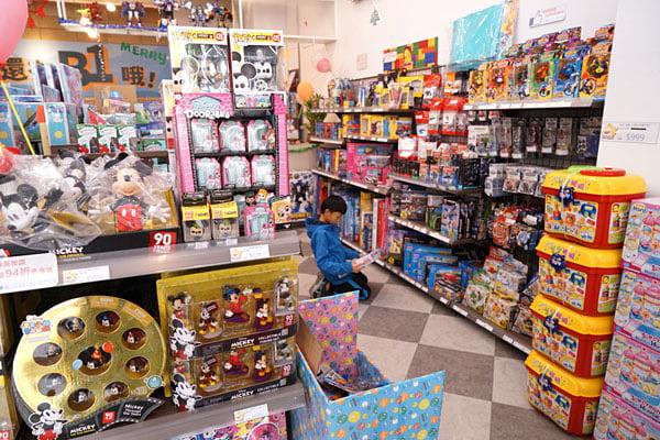 2018 12 16 134725 - 熱血採訪│台中西區最新近百坪2層樓玩具店,買玩具免費包裝禮物的鯊玩具