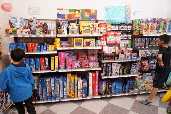 2018 12 16 134735 - 熱血採訪│台中西區最新近百坪2層樓玩具店,買玩具免費包裝禮物的鯊玩具