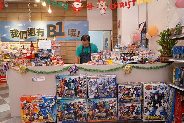 2018 12 16 134739 - 熱血採訪│台中西區最新近百坪2層樓玩具店,買玩具免費包裝禮物的鯊玩具