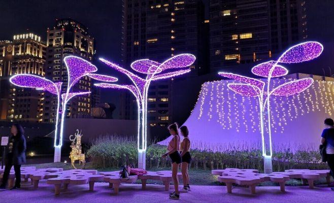 2018 12 18 212305 658x401 - 台中國家歌劇院空中花園點燈囉!趕緊把握聖誕節與跨年夜晚來浪漫一下吧!