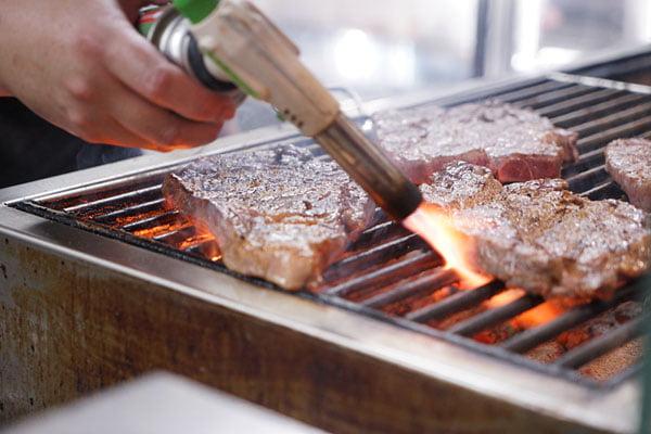 2019 01 03 163220 - 熱血採訪│台中60盎司巨無霸牛排就在黑牛炭火岩燒牛排,點套餐直接升級自助吧免費使用