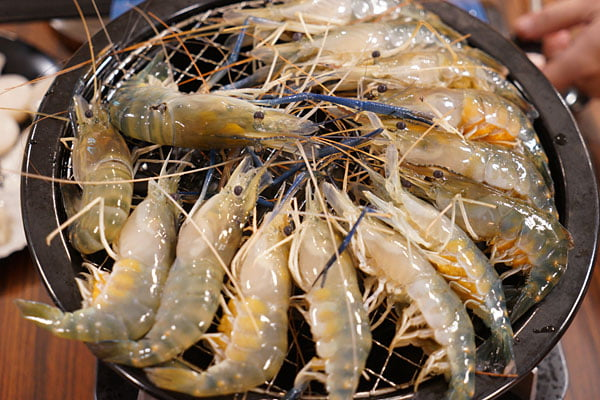 2019 01 06 000442 - 熱血採訪│台中流水蝦近200坪空間,還有親子遊戲區的蝦爆了水道泰國蝦吃到飽,一開幕人潮就爆滿