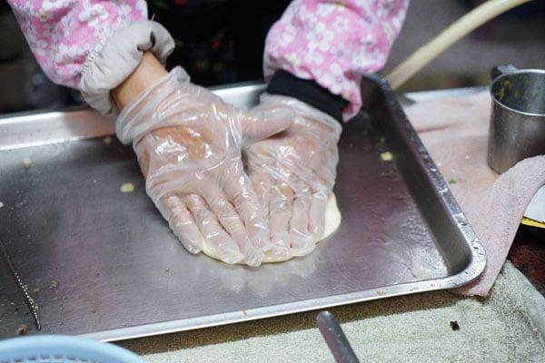 2019 01 07 221630 - 麻豆蔥油餅│麻豆消防局對面的老牌蔥油餅15元,加蛋20元,加菜25元