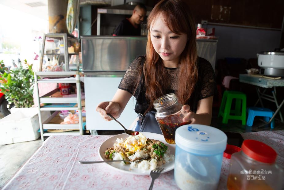 台南泰國料理,泰國人開的無菜單料理,用餐時刻很多外國人,店名我不會打