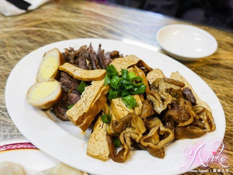 2019 04 30 120406 - 老友小吃菜色令人眼花撩亂,菜單正反三頁才放得下,是許多饕客最愛的台南成大美食