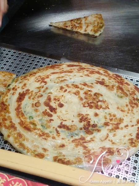 2019 05 14 114816 - 大排長龍的古曼蔥油餅,這台南蔥油餅加上椒鹽超級好吃,一不小心就會吃很多