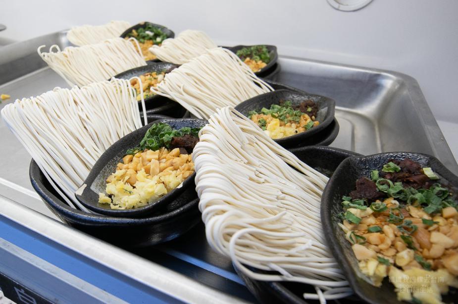 2019 05 28 094110 - 川囍紅湯串串鍋讓你三種湯底一次滿足,食材用串的台南麻辣火鍋