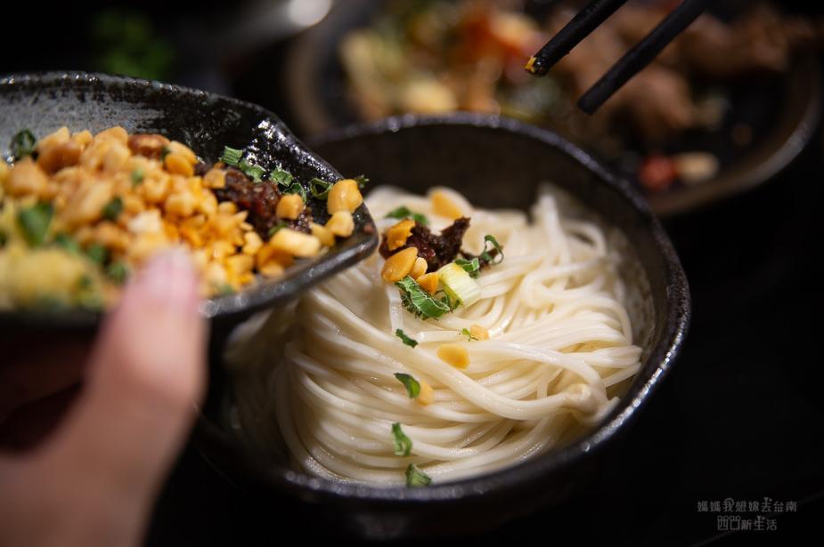 2019 05 28 094122 - 川囍紅湯串串鍋讓你三種湯底一次滿足,食材用串的台南麻辣火鍋