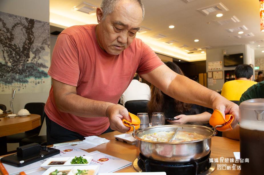 2019 05 28 095957 - 延齡堂-高粱酸白菜火鍋,超美味的台南酸菜白肉鍋,再推蒜頭鍋必點
