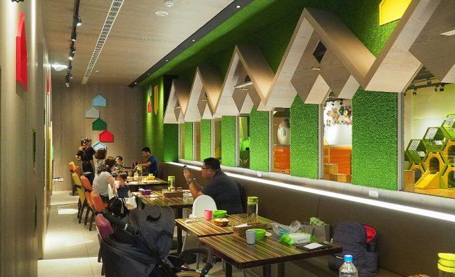 2019 09 21 155110 658x401 - 嘻遊聚親子餐廳,店內草綠色園地有森林風,9月開學季遊戲區兩人同行一人免費~