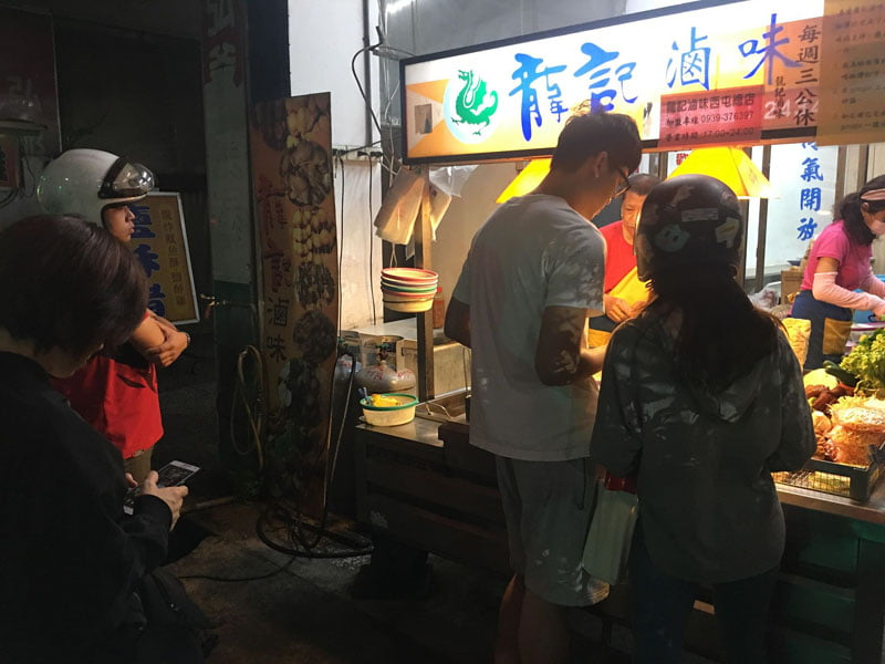 2019 11 26 224641 - 龍記滷味│營業到凌晨的滷味店,人氣爆高竟然是加花生醬