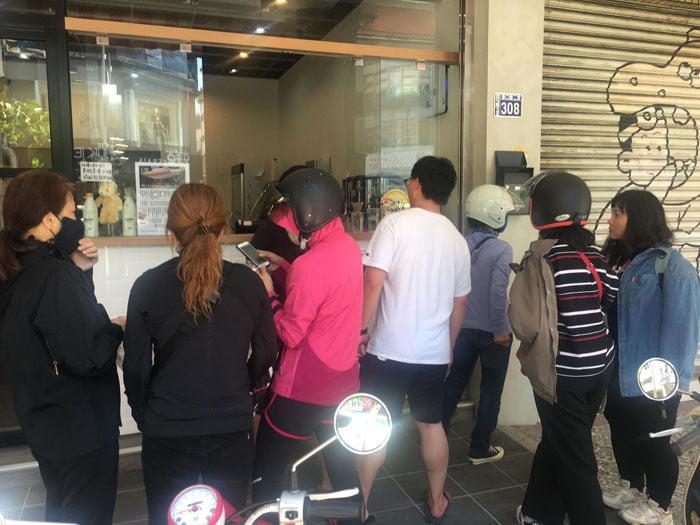 2020 07 01 153540 - 台中這間自助餐好狂!排隊排到馬路,一周只賣五天