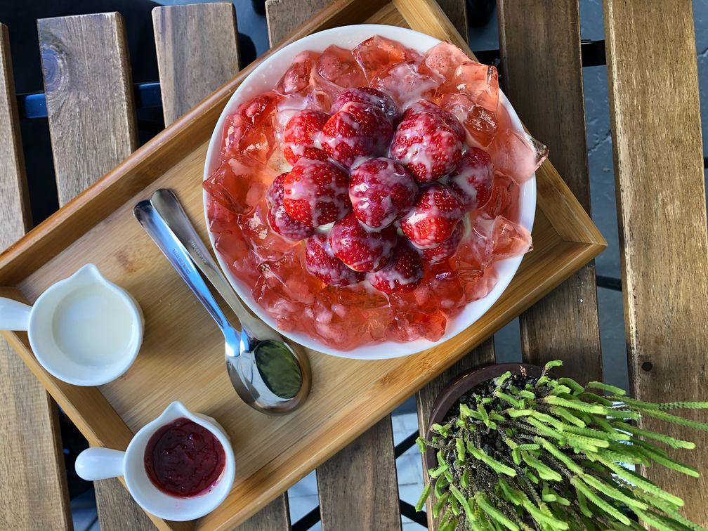 2020 12 06 235626 - 西區甜點|好豆堂少女系美食草莓牛奶冰,夢幻粉色草莓凍,還有三種吃法滿足甜點胃