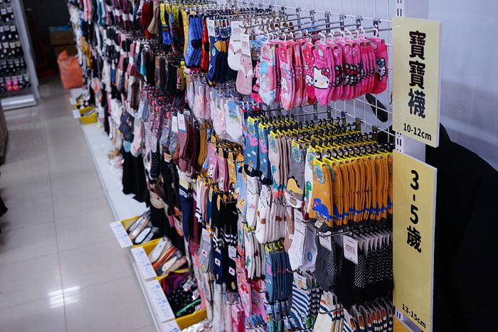 2021 01 09 020201 - 熱血採訪│今年天津路年貨大街取消了!台中襪子批發零售進駐!最低一件只要9元清倉